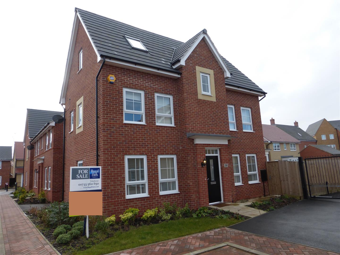 4 Bedroom Property For Sale In Mid Water Crescent Hampton Vale Peterborough Pe7 Regal Park